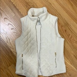 Abercrombie and Fitch quilted ivory vest EUC sizeM